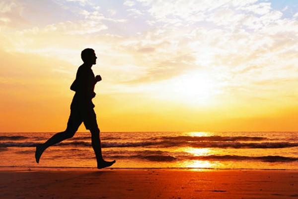 Chạy bộ buổi sáng giúp tăng cường cơ bắp