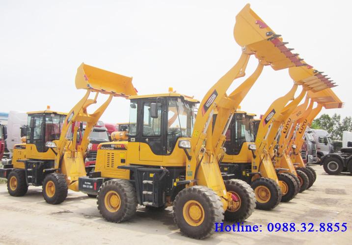 Máy xúc lật mini CTX920