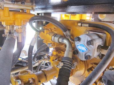 máy gắp gỗ - bơm thủy lực