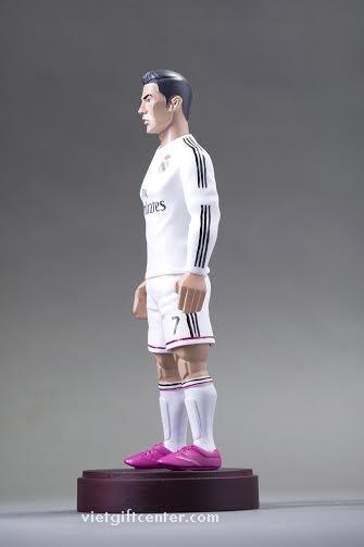Tượng cầu thủ bóng đá Ronaldo