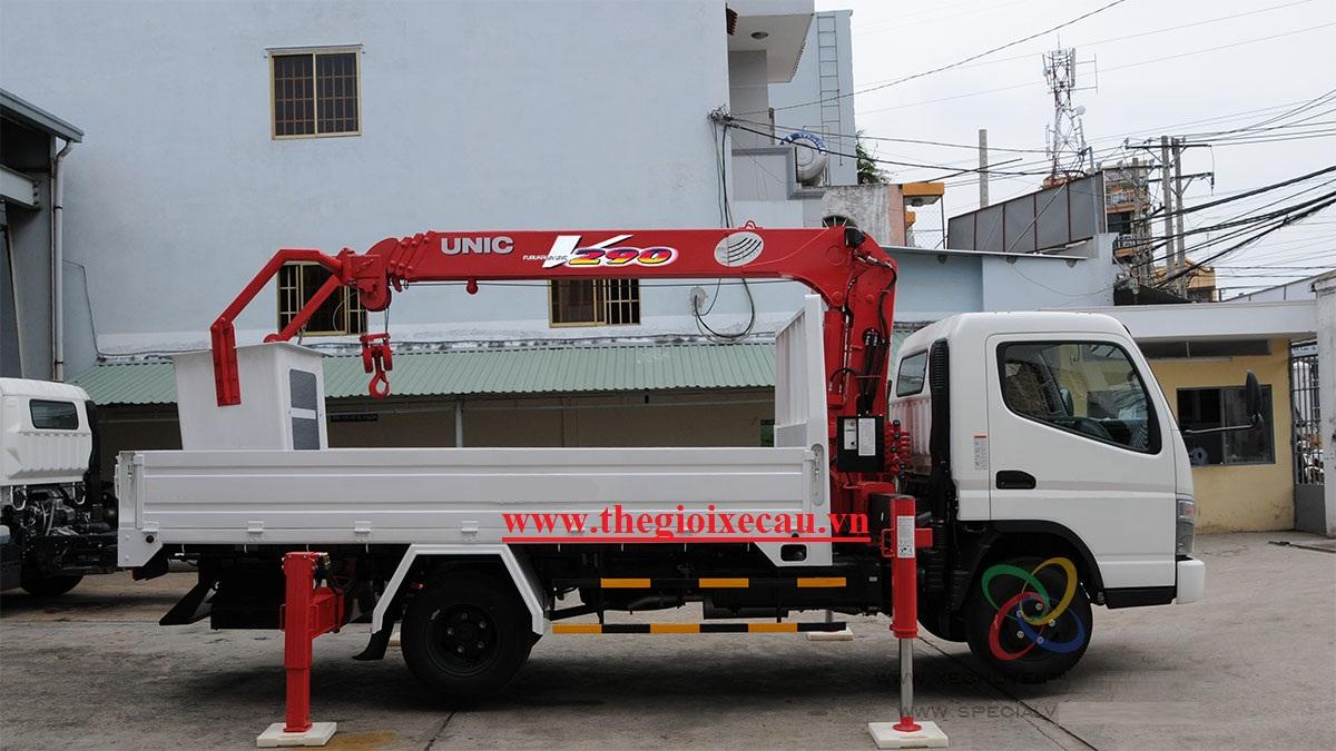 Xe nâng người 10m- xe gắn cẩu UNIC có giỏ nâng