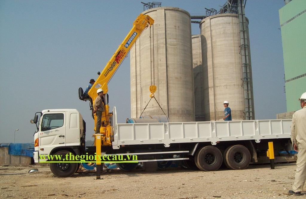 Xe tải Hino gắn cẩu 10 tấn