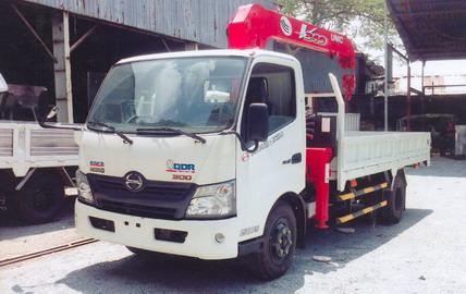 Xe tải Hino XZU720 gắn cẩu Unic 3 tấn 3 đốt UR-V343