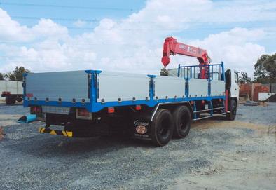 Xe tải gắn cẩu 3 tấn- Hino FL8JTSL gắn cẩu Unic Urv506