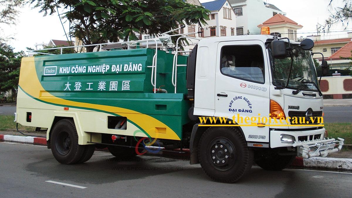 Xe rửa đường 5 khối HINO