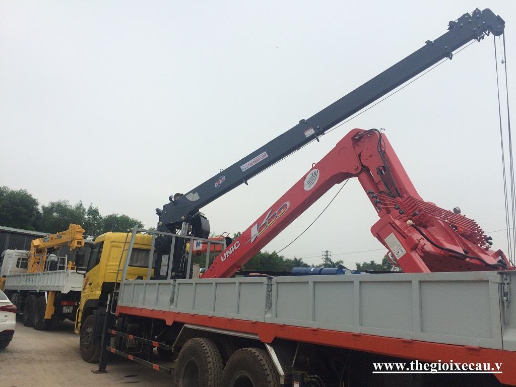 Xe tải gắn cẩu Dongfeng C260- Atom 7 tấn 736