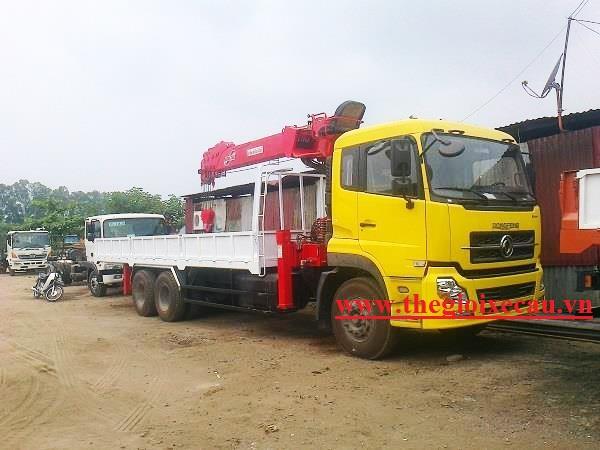 Xe tải Dongfeng gắn cẩu Kanglim 10 tấn