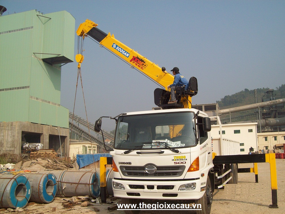 Xe cẩu tự hành 7 tấn Hino- Soosan