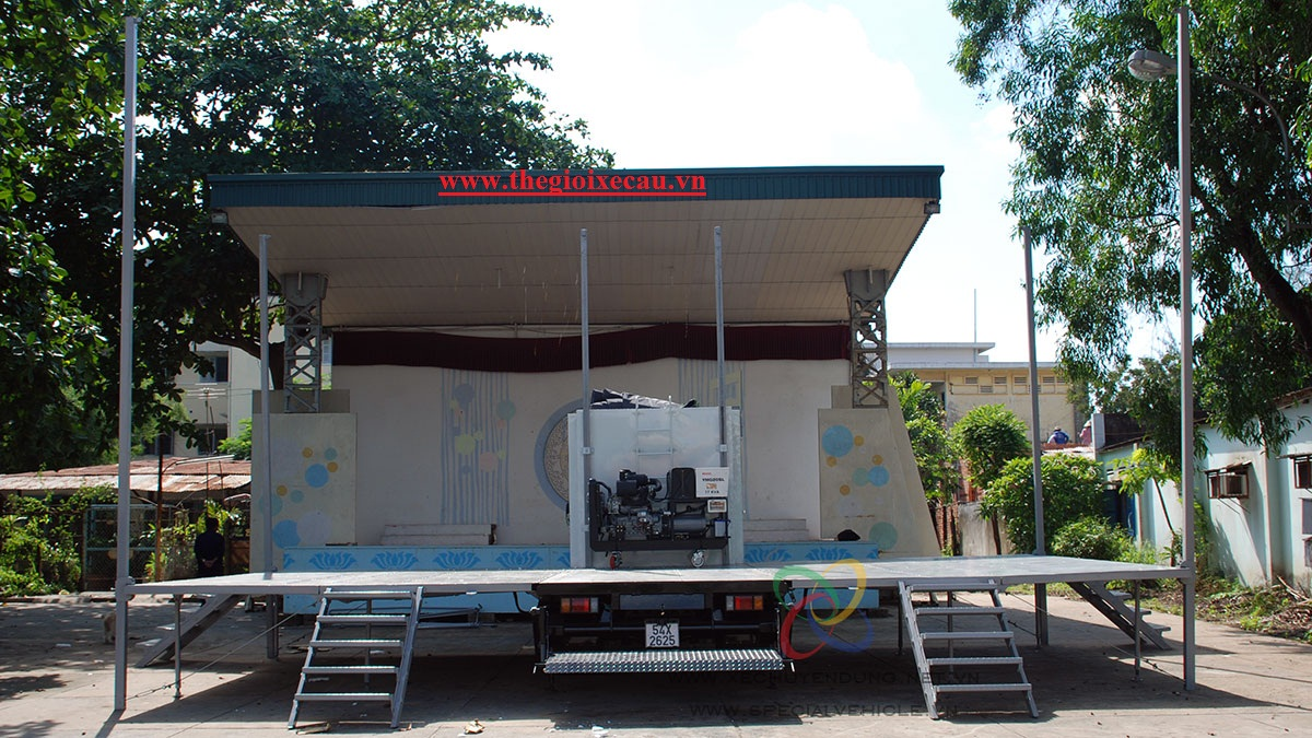 Xe sân khấu lưu động Isuzu