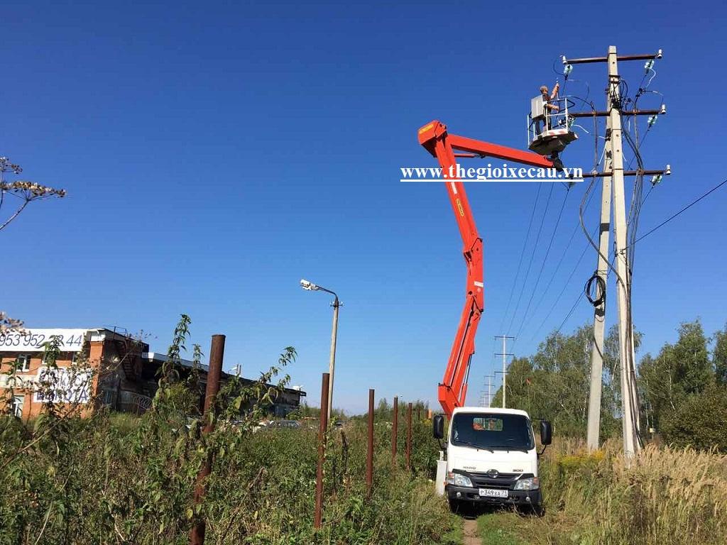 Xe thang nâng sửa chữa điện trên cao Palfinger