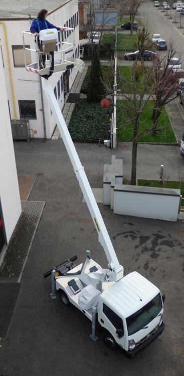 Xe ô tô nâng người sửa chữa điện trên cao Palfinger