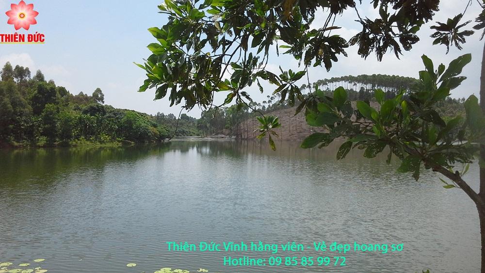 Phía Đông Nam đồi Kim Quy nhìn ra Hồ Lục Thủy