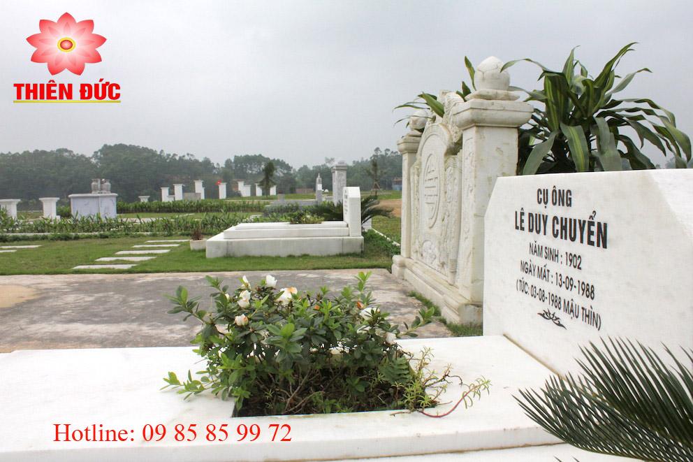 mẫu mộ trong khuôn vien gia đình