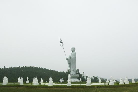 Hình ảnh Đức địa tang tay cầm Ngọc Như ý và Tích trượng