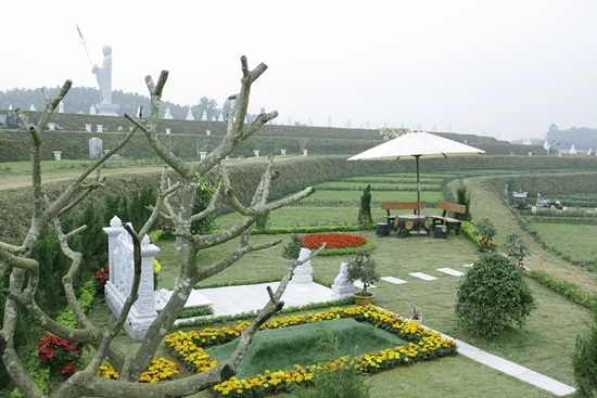 Khuôn viên Mộ phần tại đồi Kim Quy