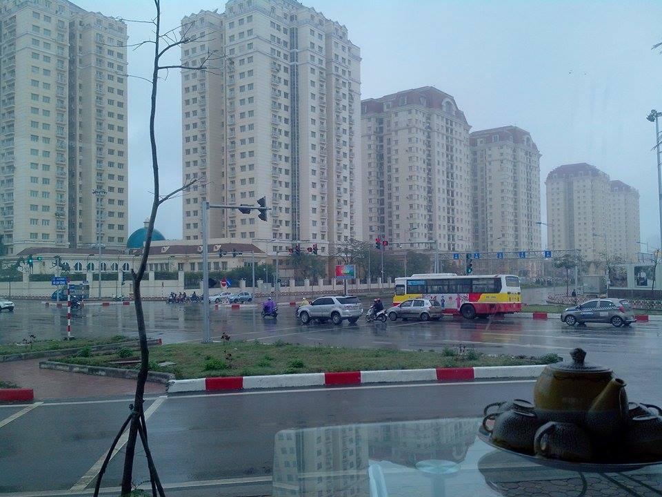 View từ văn phòng xuống đường dẫn cầu Nhật Tân