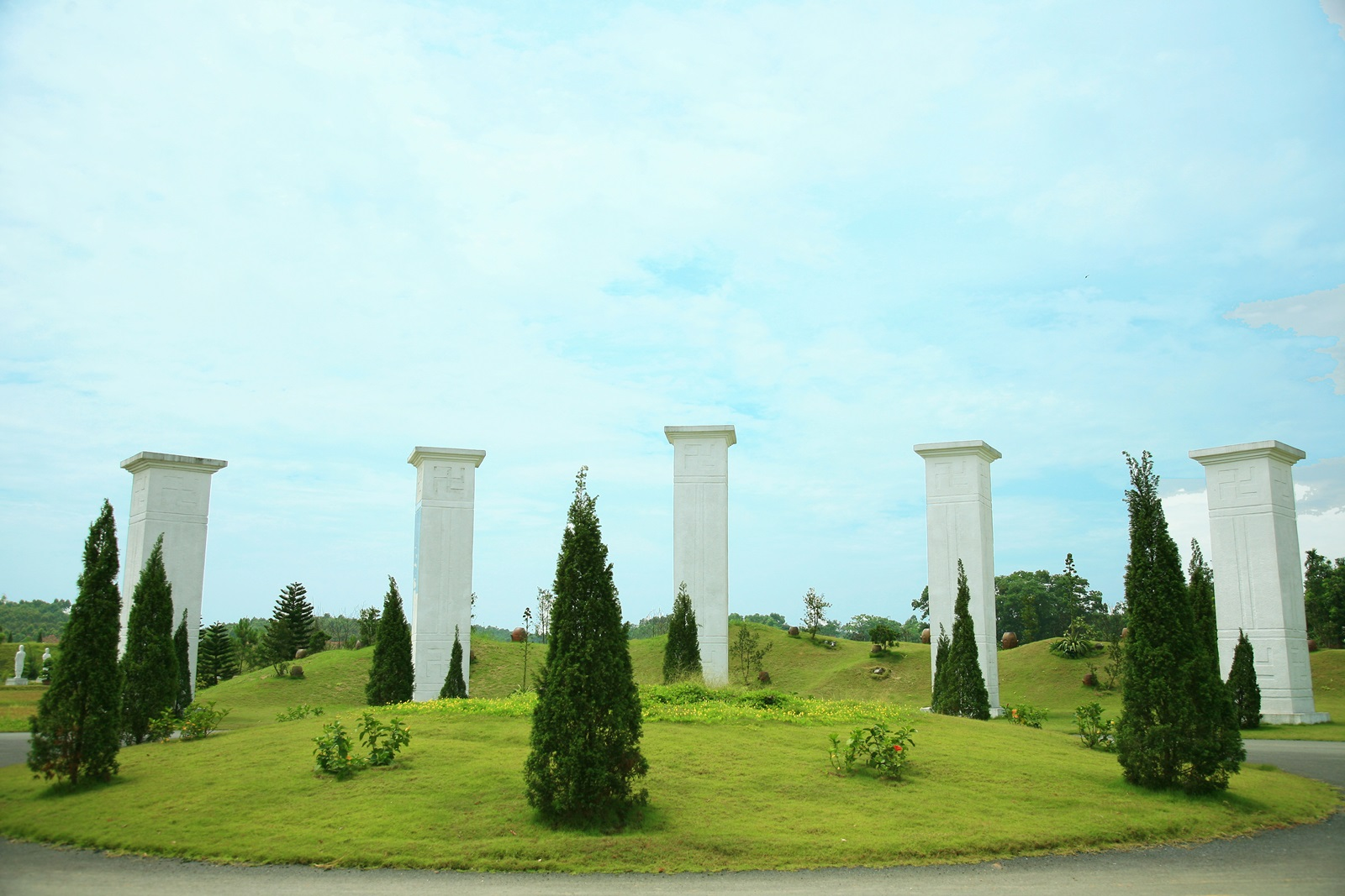 cổng vào nghĩa trang thiên đức việt trì phú thọ