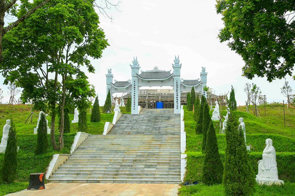 Cổng tam  quan chùa Thiên Long