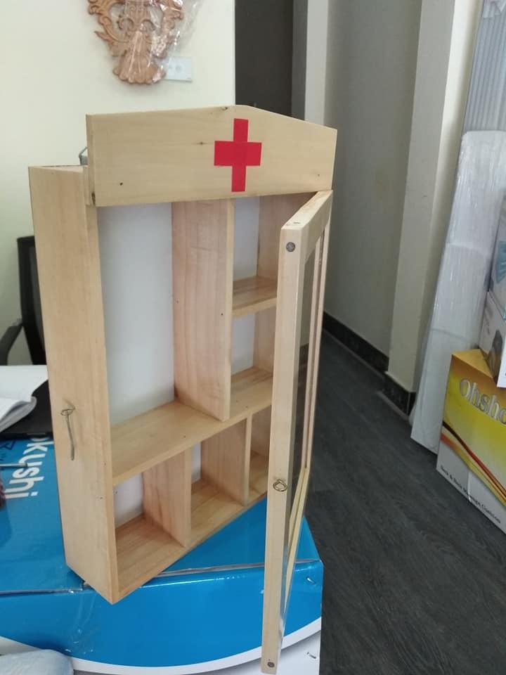 tủ thuốc y tế