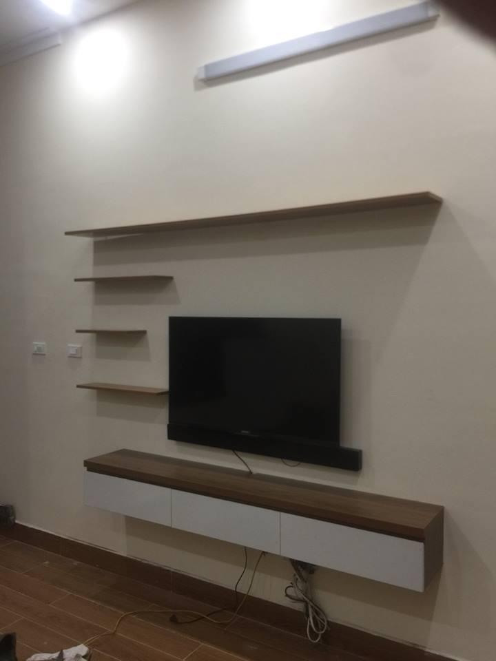 kệ tivi treo tường màu vân gỗ