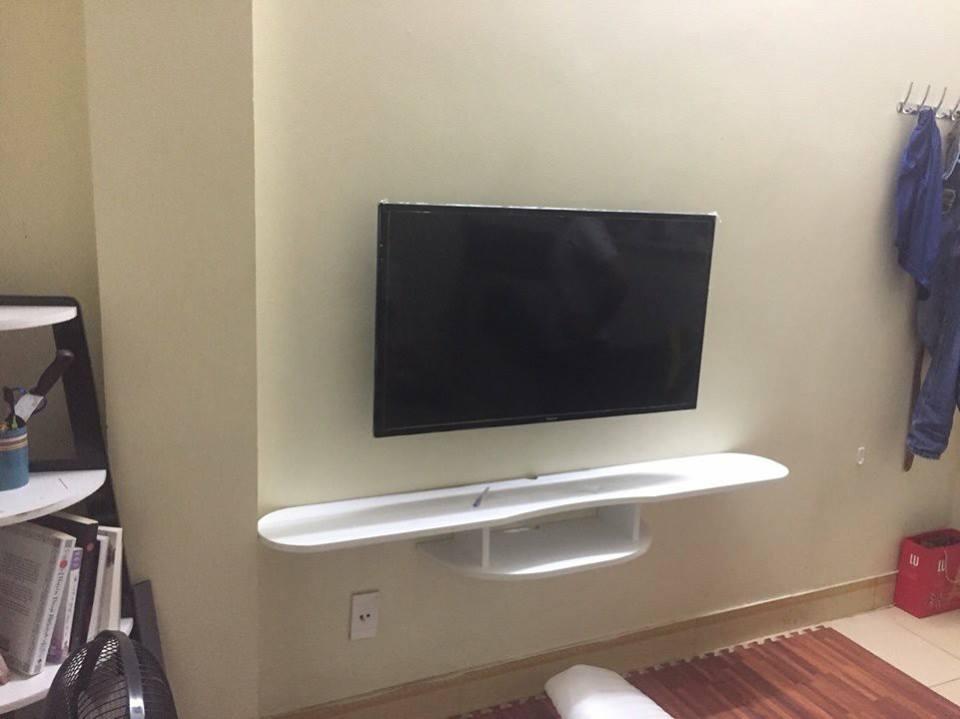kệ tivi treo tường giá rẻ