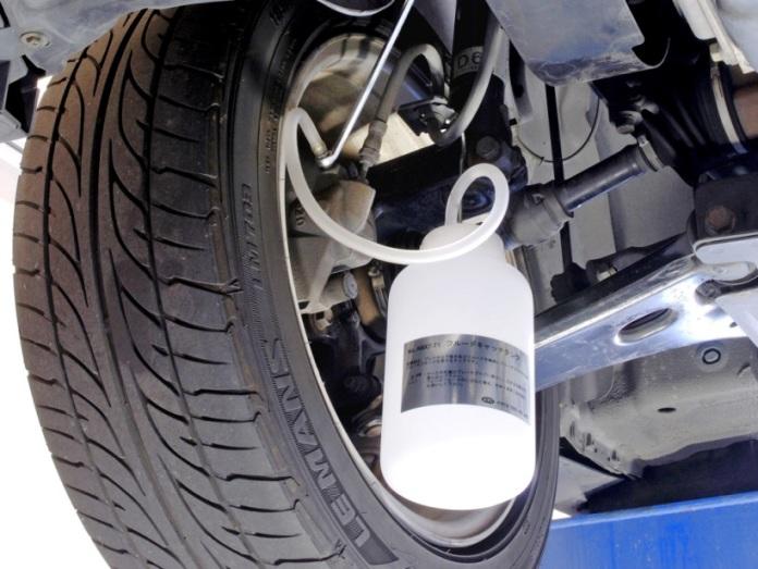 Thay dầu phanh ô tô, thay dầu xả air trong đường ống phanh, KTC ATBX04