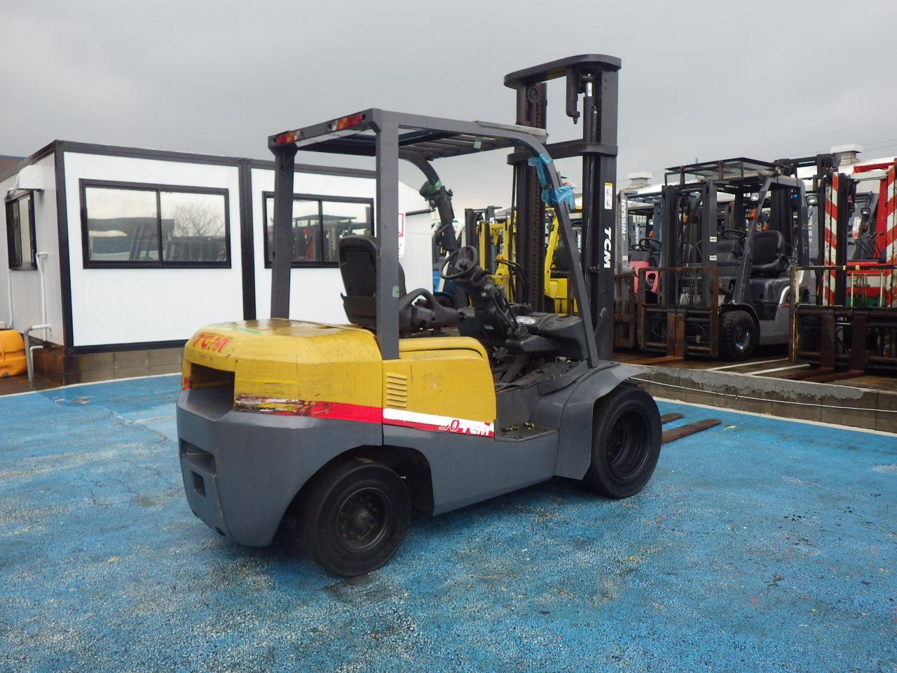 Xe nâng động cơ dầu cũ TCM 3 tấn nâng cao 4 mét đời 2010 với,Bộ Số cơ khí, Kích thước càng dài:1,520 dễ dàng vận hành với những hàng hóa có kích thước dài
