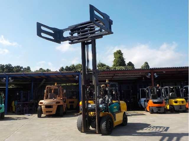 Xe nâng dầu Komatsu kẹp vuông 3.5T - cao 4M đời 2006 với kích thước càng 1.4 mét, bộ số tự động với độ mở của kẹp 640 ~ 2430mm, chắc chắn và khỏe với máy móc đời 2006
