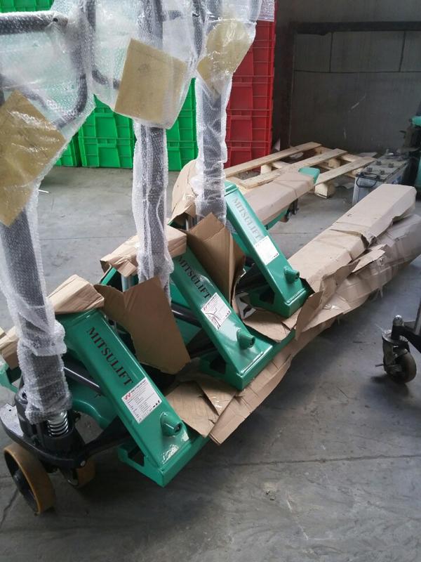 Xe nâng tay 5 tấn hiệu Mitsulift, SX tại nhà máy Trung Quốc, độ bền cao, sử dụng trong các môi trường làm việc khác nhau, an toàn khi sử dụng, Giá thành hợp lý