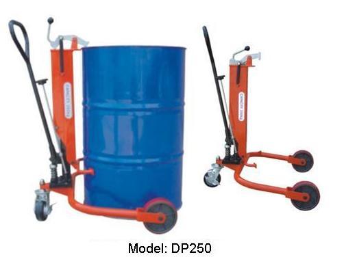 Xe nâng di chuyển phuy sắt tiêu chuẩn 250kg, Model: DP250, dùng để kẹp, nâng di chuyển thùng phuy trong nhà xưởng