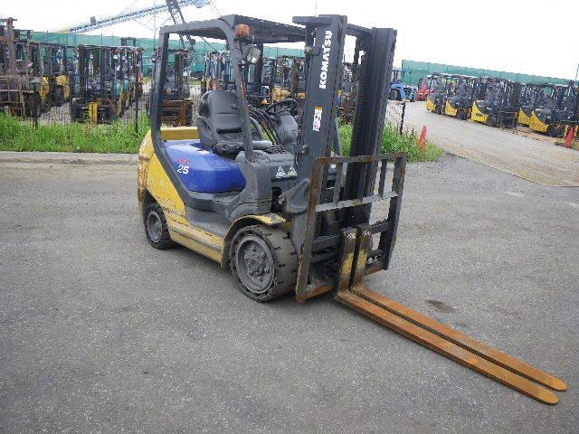 xe nâng dầu cũ 2.5 tấn Komatsu