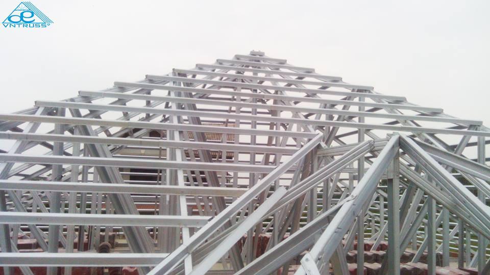 Vì kèo thép mạ VNTRUSS lợp mái ngói biệt thự vườn Bình Thuận