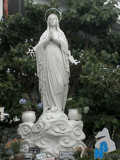 tượng đức mẹ đá