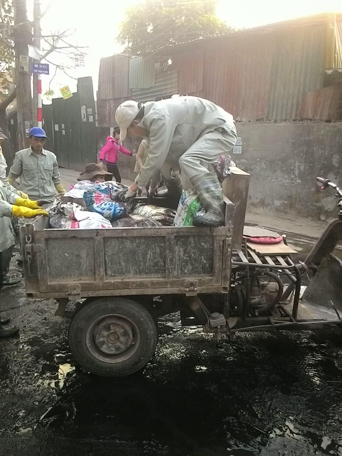 Vận chuyển bùn thải