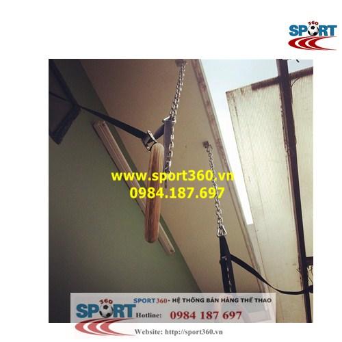 treo vòng treo ring dip trên trần nhà