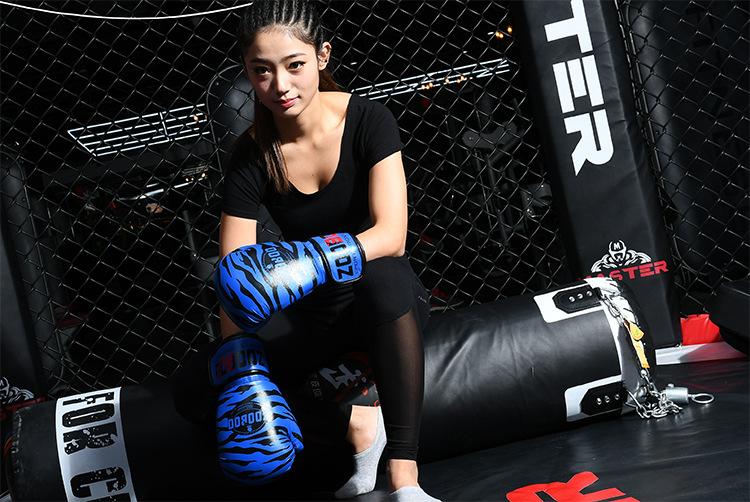 Găng boxing cao cấp Zooboo hoa văn hình hổ màu xanh