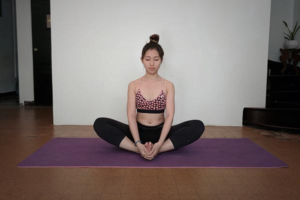 Tư thế yoga bươm bướm