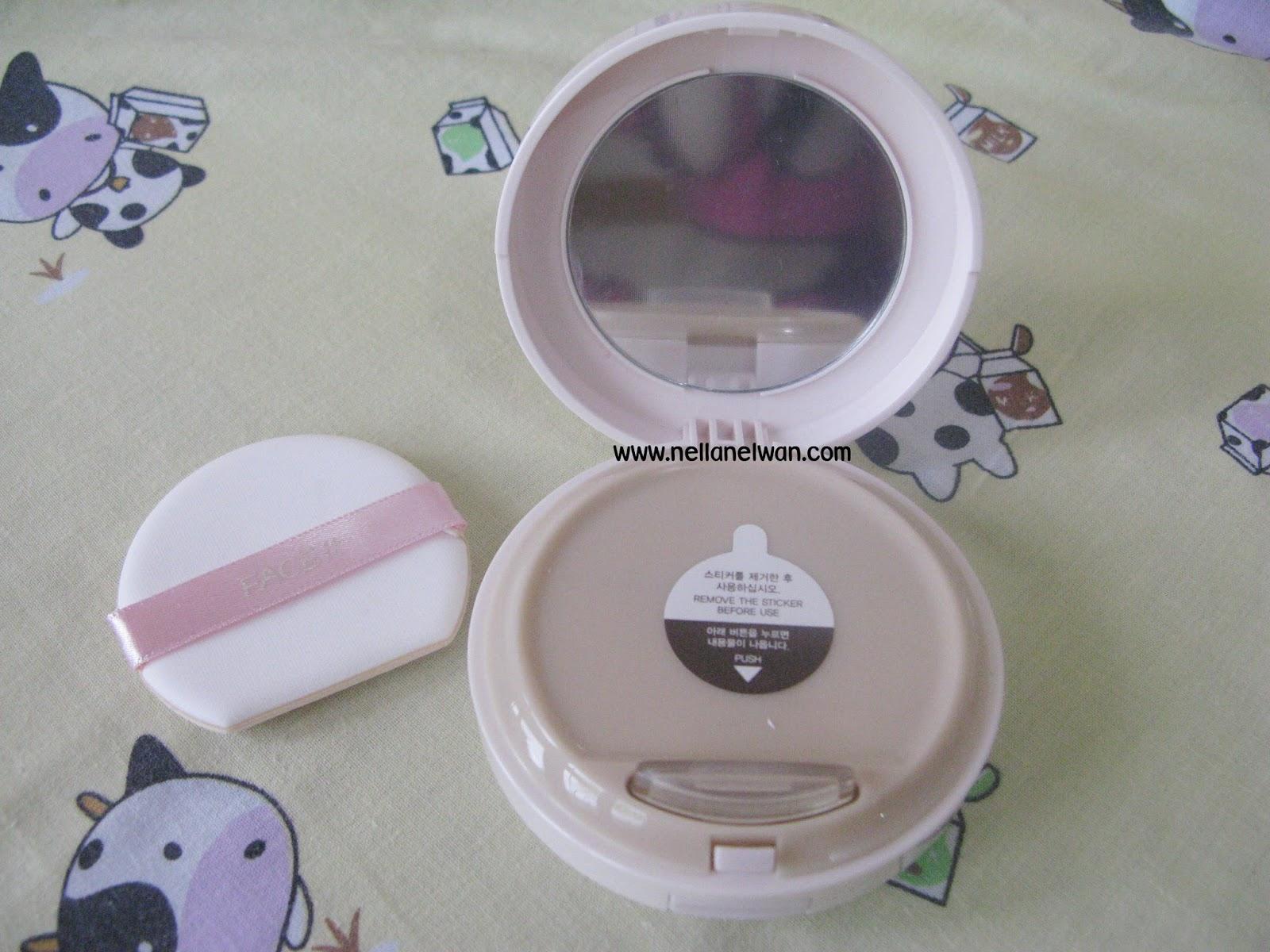 Bên trong hộp sản phẩm Face It Aura CC Cream