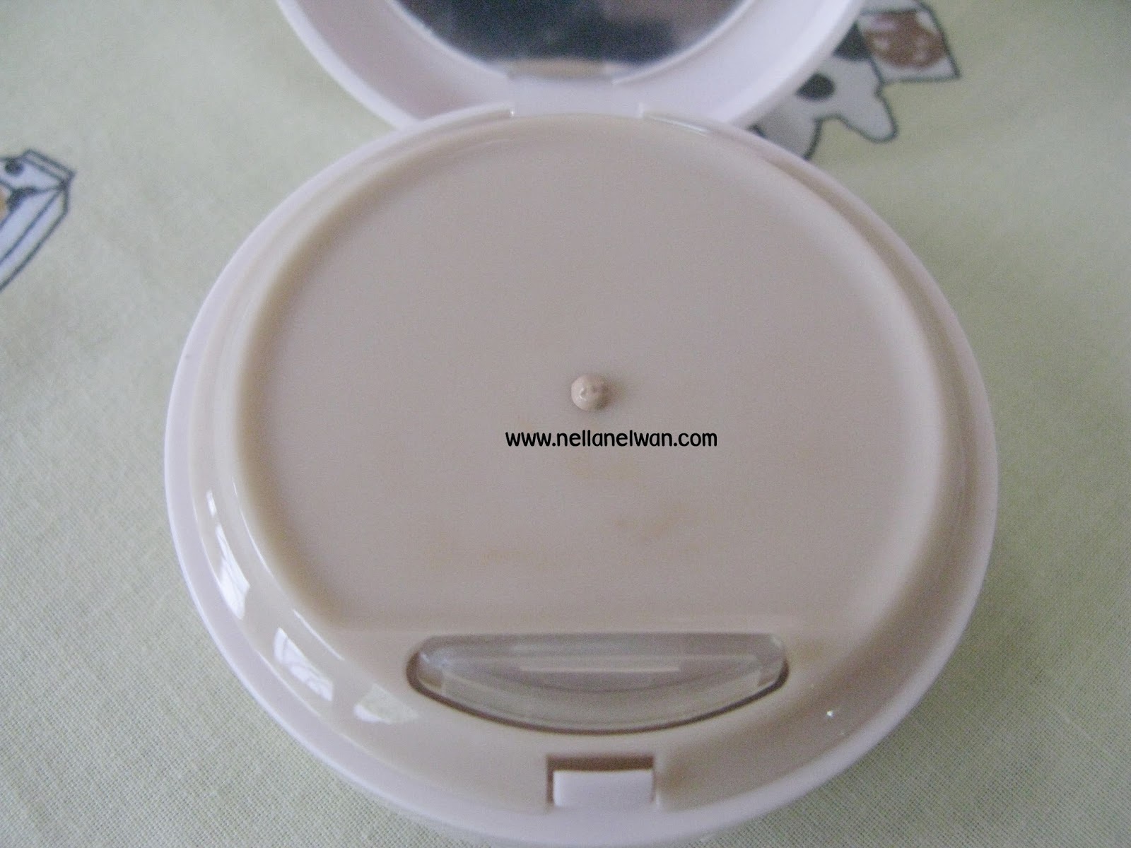 CC cream chảy ra khi ấn nắp bơm