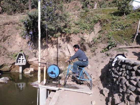 máy bơm nước từ xe đạp