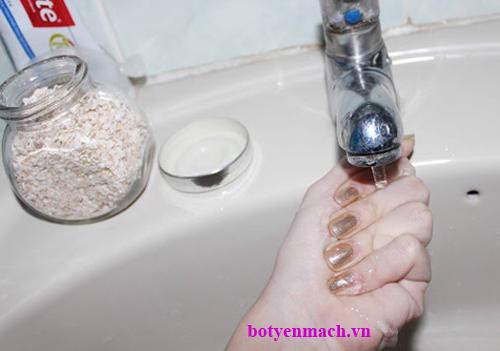 Chế biến yến mạch an toàn để rửa mặt