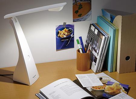 sử dụng đèn led bàn học