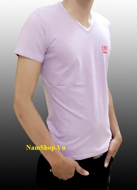 Áo phông cộc tay nam hiệu Uniqlo cổ tim màu tím