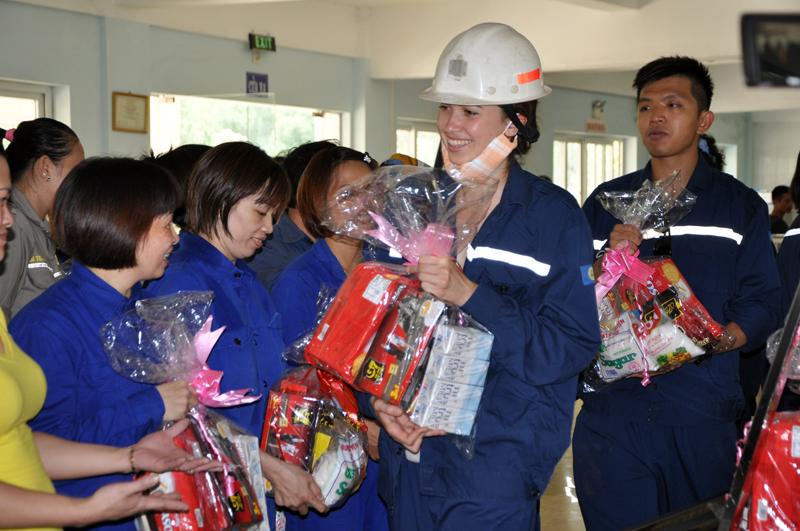 quà tặng vinh danh công nhân