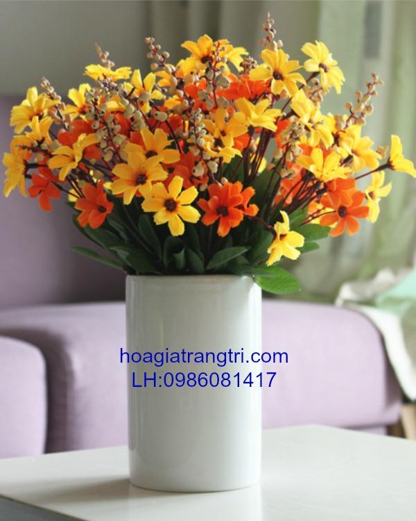 Sức lôi cuốn của hoa giả để bàn đẹp