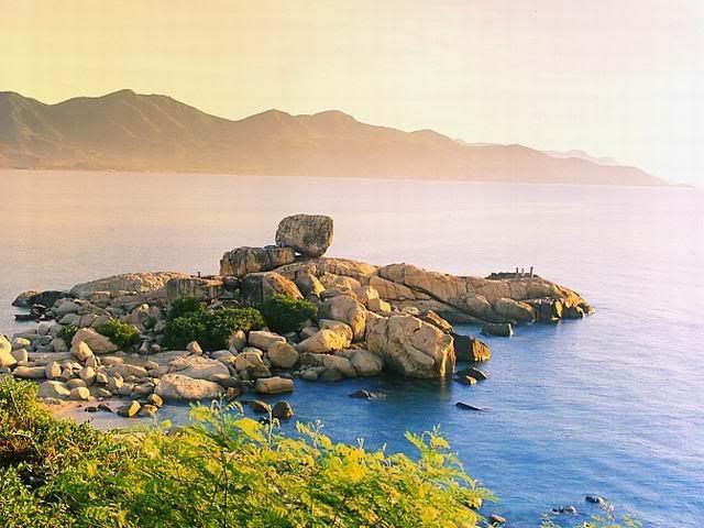 Núi Cô Tiên-Hòn Chồng lúc chiều tà