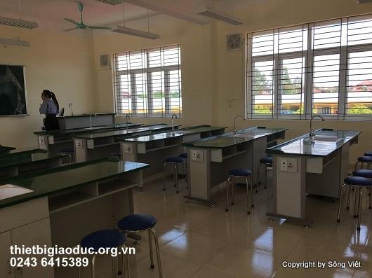 bàn thí nghiệm hóa sinh 1