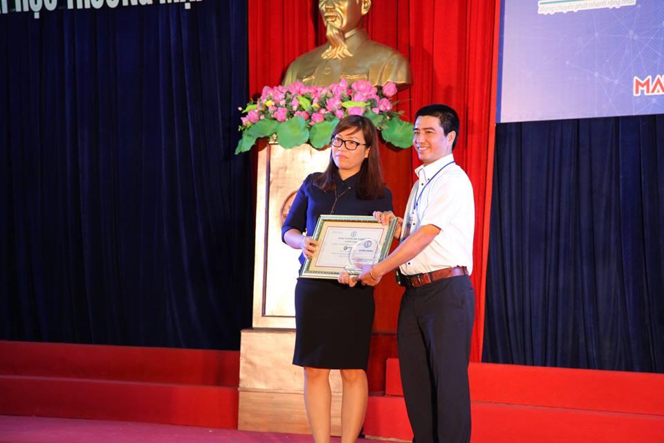 BTC trao Giấy chứng nhận và Kỷ niệm chương cho Nhà tài trợ Kim cương của Chương trình.