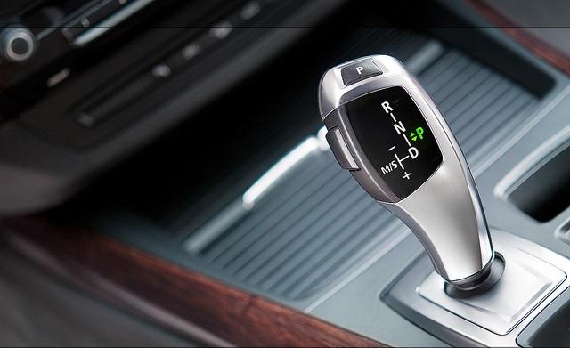cách lái xe ô tô số tự động