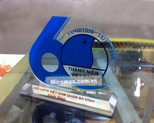 Kỷ niệm chương mica giá rẻ tại Hà Nội